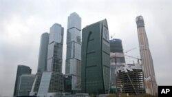 Башня «Меркурий Сити» (справа)