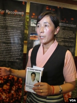 藏族製片人當知項欠之妻拉木措呼籲營救丈夫(美國之音容易拍攝)