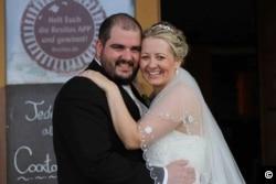 Елізабет та її чоловік Білл під час їхнього весілля