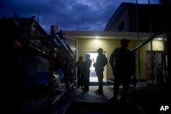 Oficiales resguardan el Cuartel de la Policía Nacional en Tegucigalpa, Honduras. Foto de archivo.