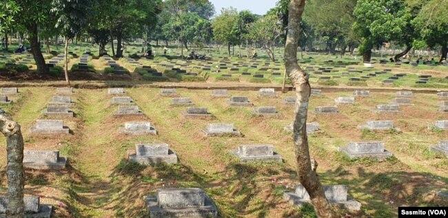 Sejumlah makam korban peristiwa 1998 di TPU Pondok Rangon, Jakarta. (Foto: Sasmito)