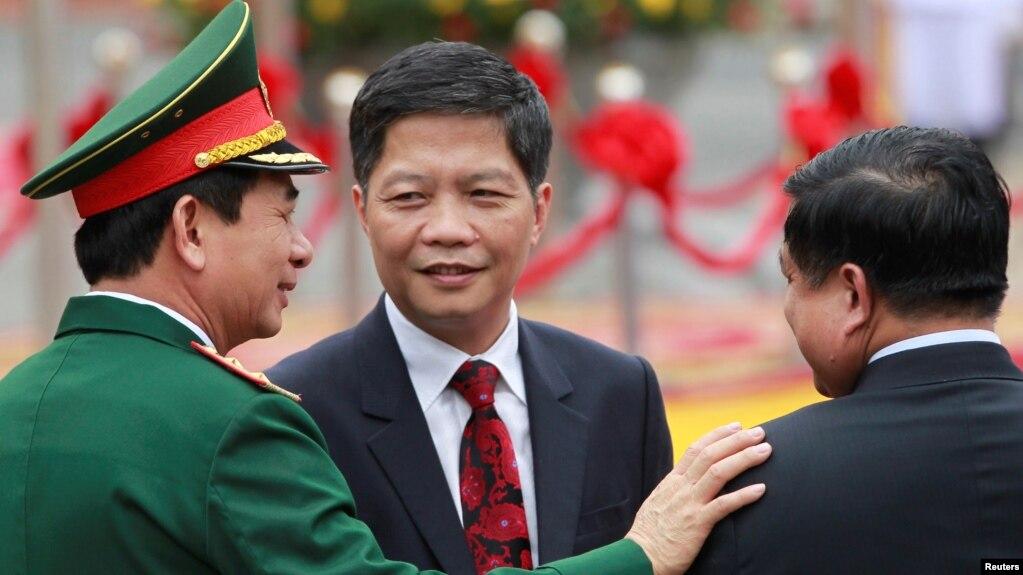 Ảnh tư liệu Bộ trưởng Bộ Công Thương Trần Tuấn Anh (giữa).