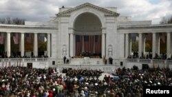 Tổng thống Obama đọc diễn văn tại Nghĩa trang Arlington, vào ngày Lễ Cựu Chiến binh