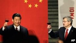 2012年2月15日,布蘭斯塔德以愛奧華州州長歡迎到訪的中國國家主席習近平。