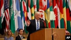美国总统唐纳德·川普在利雅得的一次区域首脑会议上讲话(2017年5月21日)