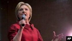 미국 애리조나주 피닉시 시에서 민주당의 힐러리 클린턴 대선 경선 후보가 선거 유세를 하고 있다.