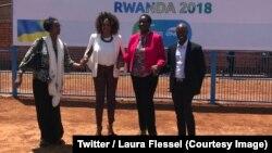 La ministre française des Sports Laura Flessel, 2e à gauche, et son homologue rwandaise Julienne Uwacu, 2e à droite, lors de la pose de la première pierre de City Stade, à Kigali, Rwanda, 16 février 2018. (Twitter/Laura Flessel)