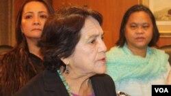"""La activista por los derechos civiles y laborales, Dolores Huerta considera """"triste"""" que los precandidatos republicanos a la presidencia sigan los pasos de Donald Trump."""