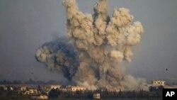 آبزرویٹری کے مطابق اسرائیلی بمباری کا سلسلہ ایک گھنٹے تک جاری رہا (فائل فوٹو)