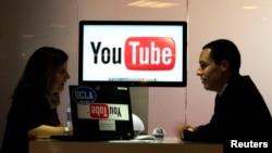 Los 1.000 millones de usuarios activos mensuales de Youtube suponen el equivalente de aproximadamente diez veces la audiencia de la Super Bowl.
