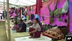 Para pengungsi Burma etnis Kachin di kamp pengungsi Myitkyina, Burma, dekat perbatasan Tiongkok (foto: dok).