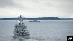 Tàu quét mìn HMS Kullen đi tuần ở quần đảo Stockholm, Thụy Điển, ngày 19/10/2014.