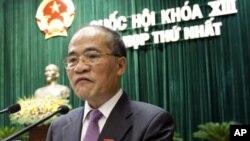 ຮອງນາຍົກລັດຖະມົນຕີຫວຽດນາມ ທ່ານ Nguyen Sinh Hung ກ່າວຄຳປາໄສເປີດສະໄໝປະຊຸມສະພາແຫ່ງ ຊາດຊຸດໃໝ່ເທື່ອທຳອິດ (21 ກໍລະກົດ 2011)
