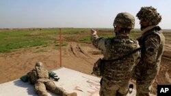 Irak'ta yerel kuvvetlere IŞİD'le mücadelede eğitim sağlayan Amerikan askerleri