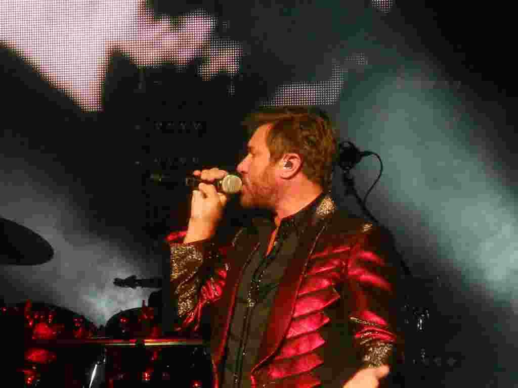 Esta gira había sido cancelada temporalmente debido a problemas de la voz de Le Bon.