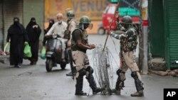 نیروهای هندی در کشمیر