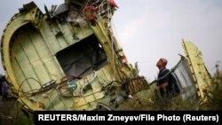 Pesawat MH17 Malaysia Airlines yang jatuh di dekat Desa Grabovo, kawasan Donetsk, Ukraina Timur 22 Juli 2014.