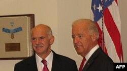 Премьер-министр Греции Георгиос Папандреу на встрече с вице-президентом США Джо Байденом.