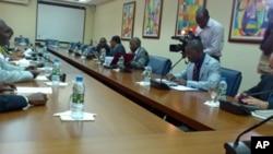 Sala de Reuniões da Comissão Nacional Eleitoral de Angola (Luanda) na Sessão Extraordinária que elegeu o responsável da CNE, em substituição de Suzana Inglês (Maio 2012)