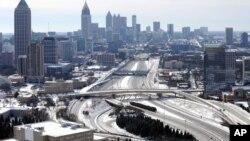 Kota Atlanta, di negara bagian Georgia yang jarang dilanda salju terkena badai musim dingin yang menyebabkan salju setidaknya setinggi 5 sentimeter (29/1).