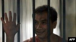 Ông Gordon bị bắt hồi tháng 5 vì bị cáo giác là đã dịch thuật nhiều đoạn của một cuốn sách bị cấm trong nước có liên quan đến nhà vua Thái rồi đăng trên mạng.
