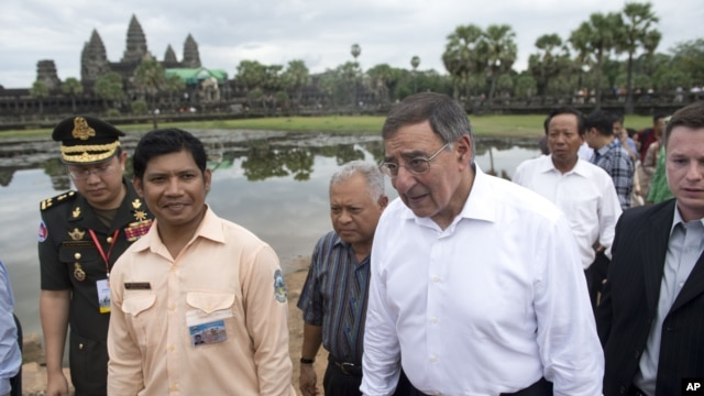 U.S. Secretary of Defense Leon Panetta, second right, visits Angkor Wat following the ASEAN Defense Ministers Meeting Retreat in Siem Reap, Cambodia, Friday, Nov. 16, 2012.
