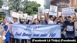 Người dân biểu tình phản đối các dự luật an ninh mạng và Đặc khu kinh tế. Những người bị công an bắt giữ và đánh đập hôm 17/6 ở TP HCM nói họ vẫn bị ảnh hưởng nặng nề về tâm lý và thể chất. (Facebook Lê Thiệu)