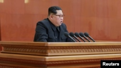 朝鲜领导人金正恩在朝鲜劳动党中央举行第七届第三次全会时讲话(朝中社2018年4月20日)