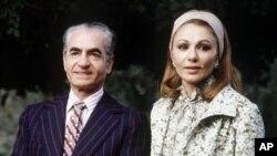 Shah Iran Reza Pahlevi dan permaisuri, Farah Diba ketika masih berkuasa di Iran (foto: dok).