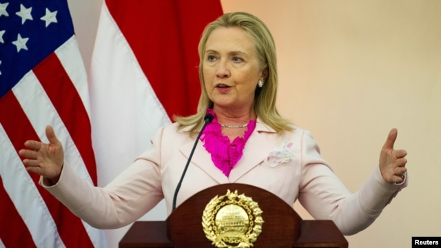 U.S. Secretary of State Hillary Clinton gestures as she speaks with Indonesia's Foreign Minister Marty Natalegawa during a joint news conference at the Ministry of Foreign Affairs in Jakarta, September 3, 2012.
