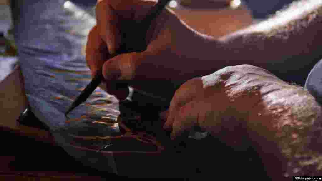 Majstor kaligrafije Mohamed Zakariya godinama je učio i vježbao svoje umijeće arapske kaligrafije (Ljubaznošću: Unity Productions Foundation)