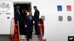 2015年5月12日,法国总统奥朗德抵达海地首都太子港国际机场。