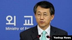 조태영 한국 외교부 대변인이 8일 정례브리핑을 하고 있다.