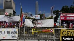 Para demonstran di depan gedung Dewan Legislatif Hong Kong (18/6).