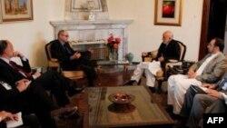 کرزی خواستار توضیحات دابنز در باره جنگ افغانستان است