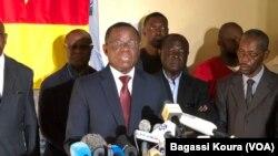 Le Camerounais Maurice Kamto annonce sa victoire à la présidentielle camerounaise en conférence de presse à Yaoundé, le 8 octobre 2018. (VOA/Bagassi Koura)