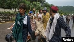 Vụ trấn áp an ninh của cảnh sát Pakistan đã làm ít nhất 3 người biểu tình thiệt mạng và hàng trăm người bị thương.