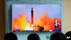 Imagen del lanzamiento de misiles balísticos de Corea del Norte publicado en el periódico Rodong Sinmun el 23 de junio de 2016.