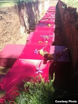内华达州卡尔林市中国铁路工人遗骨安葬现场(犹他州参加者小濂摄)