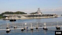 지난달 1일 미 구축함 USS 로널드 레이건 호가 일본 요코수카 항에 도착했다. (자료사진)