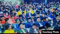 Suasana Sidang Paripurna DPR yang secara resmi memilih politisi perempuan Partai Demokrasi Indonesia Perjuangan (PDIP) Puan Maharani menjadi Ketua Dewan Perwakilan Rakyat periode 2019-2024. (Foto: Fathiyah Wardah)