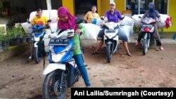 Ibu-ibu mitra Sumringah, produsen keset di Pringsewu, Lampung. (Foto: Ani Lailia/Sumringah)