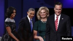 Hai ứng cử viên tổng thống Mỹ cùng các phu nhân sau cuộc tranh luận lần cuối tại Boca Raton, Florida, ngày 22/10/2012
