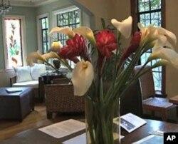 手工制的花玻璃窗和瓦片