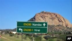 Esta estrada perigosa é percorrida todos os dias pelos estudantes do Namibe