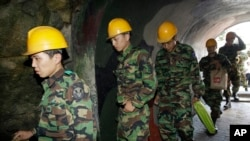 South Korean soldiers visit a tunnel found in 1975 near Cheorwon, on Sept. 18, 2008.