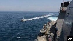 نزدیک شدن قایق های سپاه به ناوهای آمریکایی