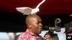 Mutungamiri weMDC, VaNelson Chamisa vanoti vari kuronga kuratidzira mwedzi uno.