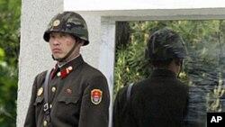 北韓士兵在南北韓邊境站崗(資料圖片)
