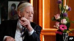 El ex canciller de Alemania Occidental, Helmut Schmidt, era un fumador empedernido. Foto de archivo.